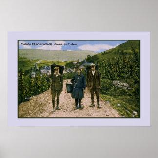1900 de wijnoogst Schengen Luxemburg van Moezel Poster
