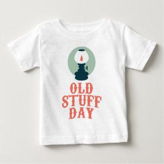 2 Maart - de Oude Dag van het Materiaal Baby T Shirts