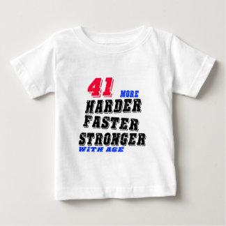 41 Hardere Snellere Sterker met Leeftijd Baby T Shirts