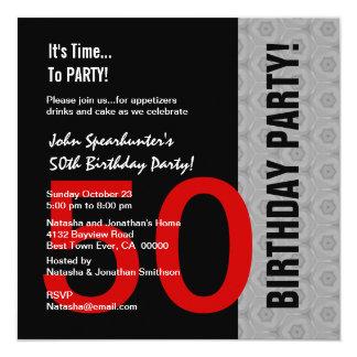 50ste Verjaardag Moderne Rode Zilveren Zwarte 13,3x13,3 Vierkante Uitnodiging Kaart