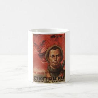 Aan het Poster van de Propaganda van wapens Koffiemok