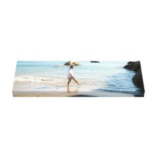 Aaron op het Strand Stretched Canvas Afdruk