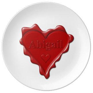 Abigail. De rode verbinding van de hartwas met Porselein Bord