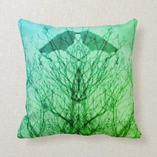 Abstracte groenachtig blauwe moderne de vogelkraai sierkussen