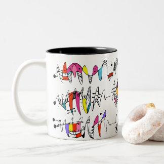 Abstractie van het kronkelen van lijnen tweekleurige koffiemok