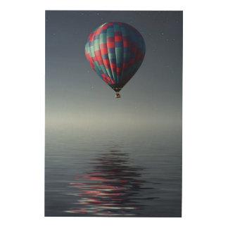 Adembenemende luchtballon over water hout afdruk