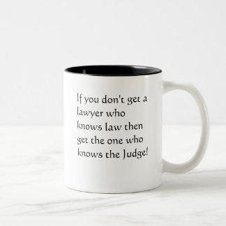 Advocaten die niet de wet kennen tweekleurige koffiemok