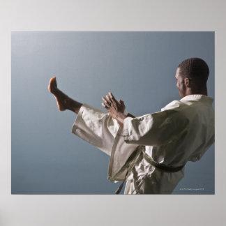 Afrikaans Amerikaans man die de gymnastiek Poster