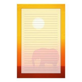 Afrikaanse olifant die bij zonsondergang, Kenia lo Briefpapier