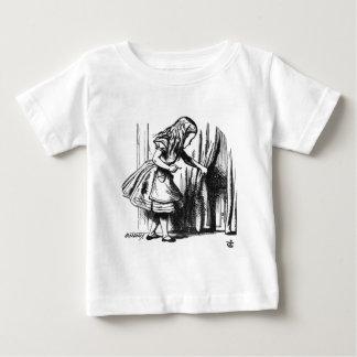 Alice Finds een Deur Baby T Shirts