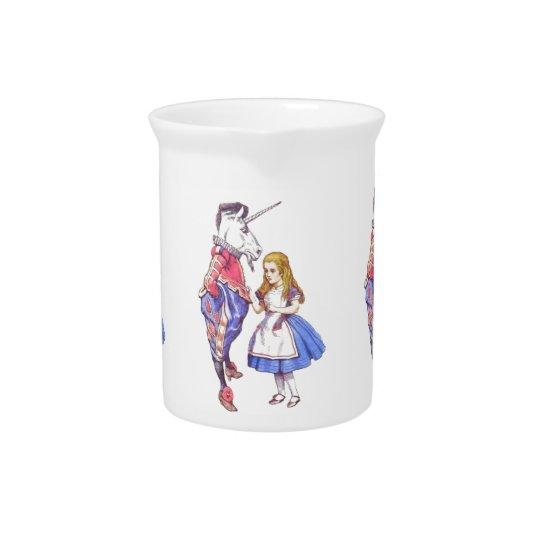 Alice in het porseleinwaterkruik van het pitcher