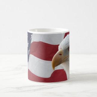 Amerikaans Kaal Eagle op Vlag Koffiemok