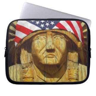 Amerikaanse Vlag bij de Gravure van Inheemse Computer Sleeve