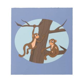Apen die de boom beklimmen notitieblok