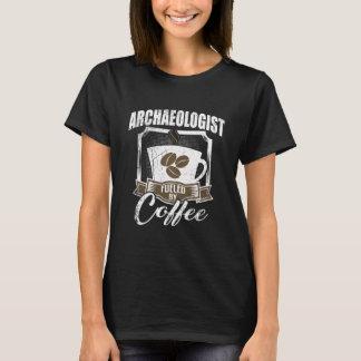 Archeoloog door Koffie van brandstof die wordt T Shirt
