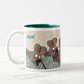 """aya! De """"jacht van de muis """" Tweekleurige Koffiemok"""