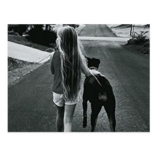 B&W het Briefkaart van het meisje en van de Hond
