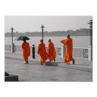 B&W Thaise Boeddhistische Monniken die de Druk van Foto Afdrukken