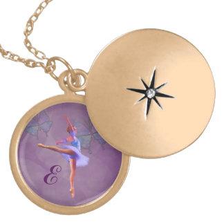 Ballerina in Arabesque Positie, Monogram Locket Ketting