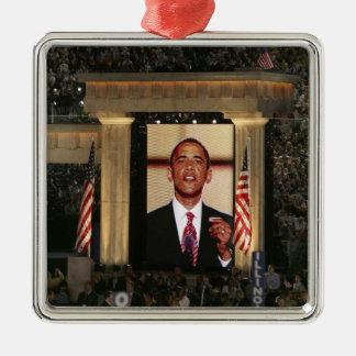 Barak Obama spreekt bij de laatste nacht van Zilverkleurig Vierkant Ornament