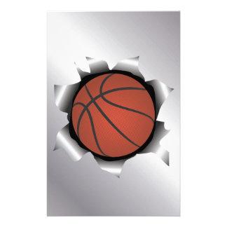 basketbal door metaalblad briefpapier