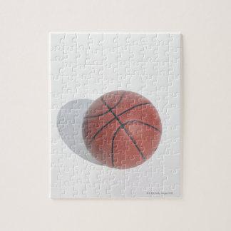 Basketbal op witte achtergrond foto puzzels