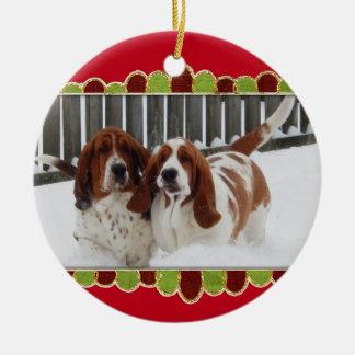 Basset Honden in de Sneeuw op het Ornament van