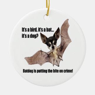 Batdog neemt een Beet uit Misdaad Rond Keramisch Ornament