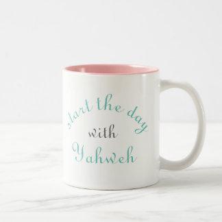 Begin de mok van de dagkoffie