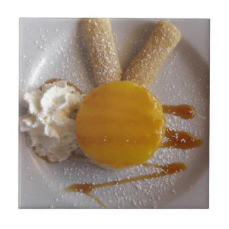 Behandelde het roomijscake van de abrikoos jam keramisch tegeltje