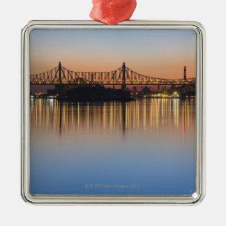 Bekeken van Manhattan over de Rivier van het Zilverkleurig Vierkant Ornament