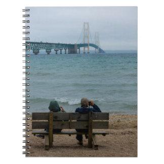 Bekijkende Brug Mackinac Notitieboek