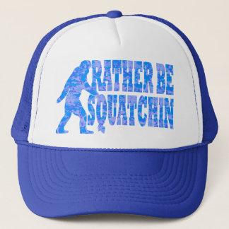 Ben eerder squatchin op blauwe camouflage trucker pet