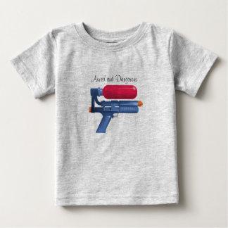 Bewapend en het Gevaarlijke Pistool van het water Baby T Shirts