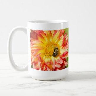 Bezige Bijen met Dahlia en de Paarse Mok van de