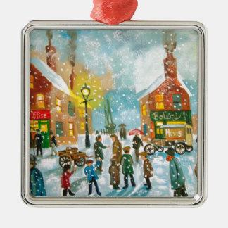 Bezige de straatscène van de dorpssneeuw zilverkleurig vierkant ornament