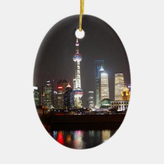 Bezinningen van Shanghai bij Nacht Keramisch Ovaal Ornament