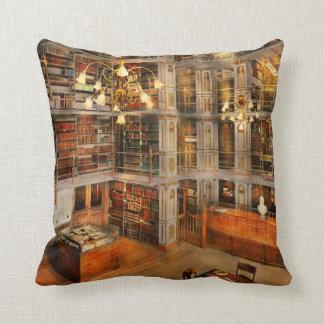 Bibliotheek - een literaire schrijver uit de sierkussen