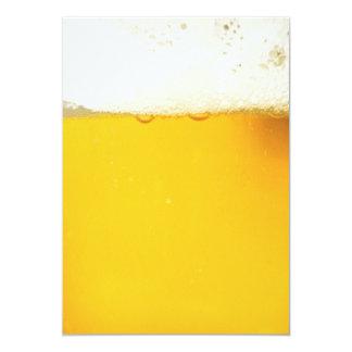 Bier die de Uitnodiging van de Partij drink
