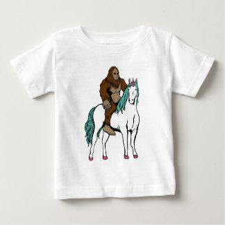 Bigfoot die een Eenhoorn berijden Baby T Shirts