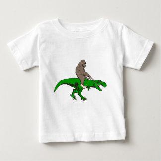 Bigfoot die T Rex berijden Baby T Shirts