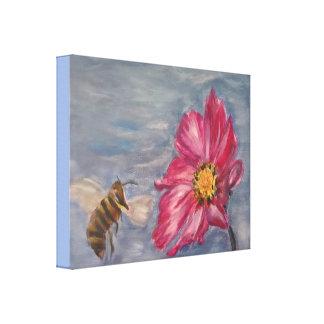 Bij die op een prairie wildflower in de tuin zoemt canvas afdruk