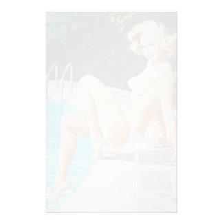 Bij het retro pinupmeisje van de pool sexy blonde briefpapier