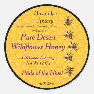 Bijen en Honingraat met Zwarte Ring Als Ronde Sticker