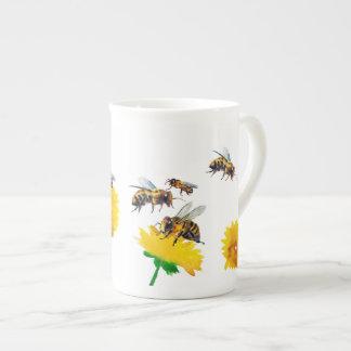 Bijen en paardebloemen theekop