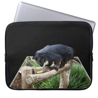 Binturong die zich op een Houten Spoor bevindt, Laptop Sleeve