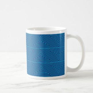 blauw driehoekspatroon koffiemok
