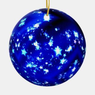 Blauwe bal briljante sterren rond keramisch ornament
