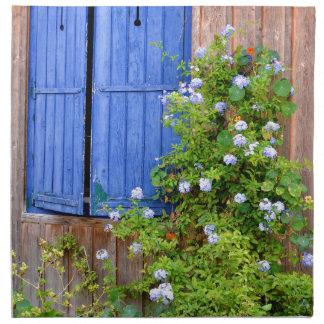 Blauwe blinden en bloemen servet