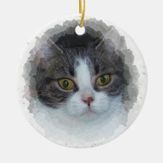 blauwe gestreepte kat en wit rond keramisch ornament